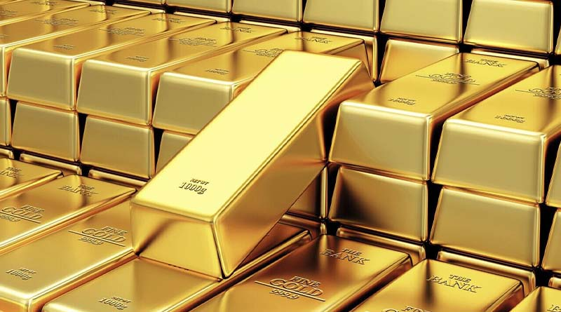 Gold price drops by Rs 900