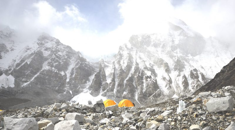 Bahrain prince successfully scale Everest